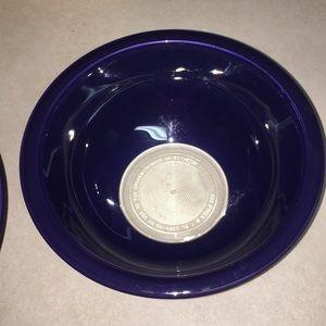 Pyrex Kitchen - Pyrex vintage mixing bowls dark blue great cond